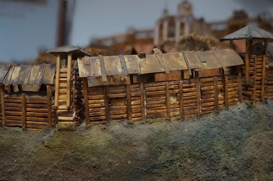 Залишки дерево-земляних оборонних укріплень городища – валів та ровів (Х І– ХІІІ ст. та 17 ст.)